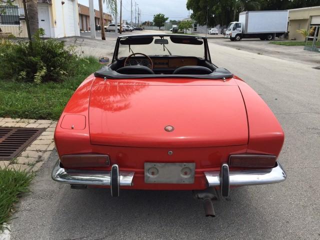 fiat 124 spider rouge bretagne roadster v hicules bretagne roadster vente de voitures de. Black Bedroom Furniture Sets. Home Design Ideas